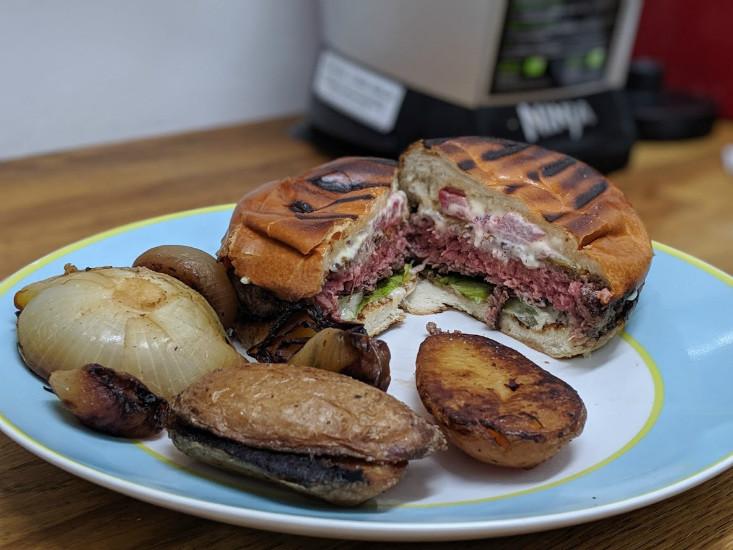 צ'יזבורגר של M25 במשלוח של וולט