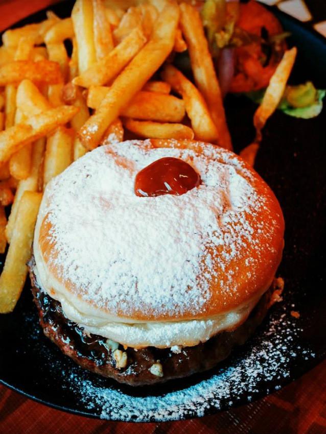 המבורגר אנטיוכוס בסופגנייה של מורדן בר