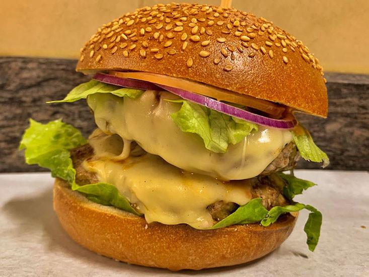 """ההמבורגר של בורגר מוסא, מקור: יח""""צ"""