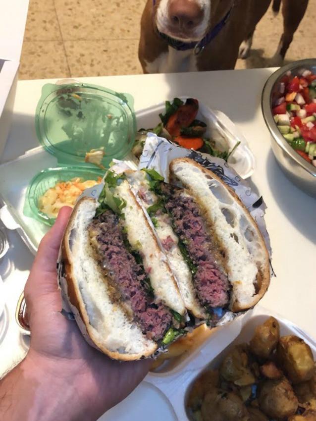 המוסד - ההמבורגר של יושע במשלוח של וולט