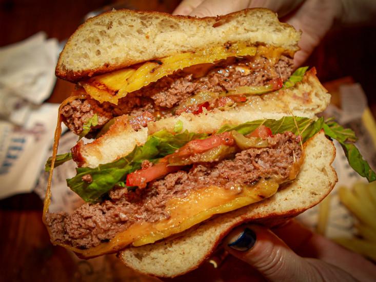 המבורגר הוואי של טקסס אשדוד