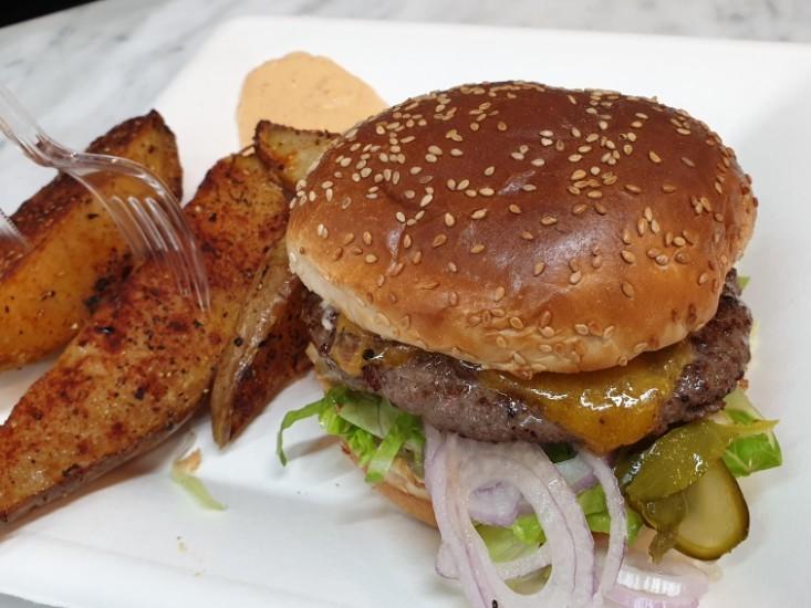 הצ'יזבורגר המומלץ של דלישס