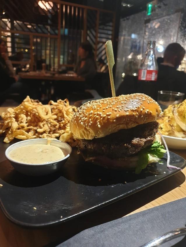 המבורגר גסטון, מומלץ באיירפורט סיטי