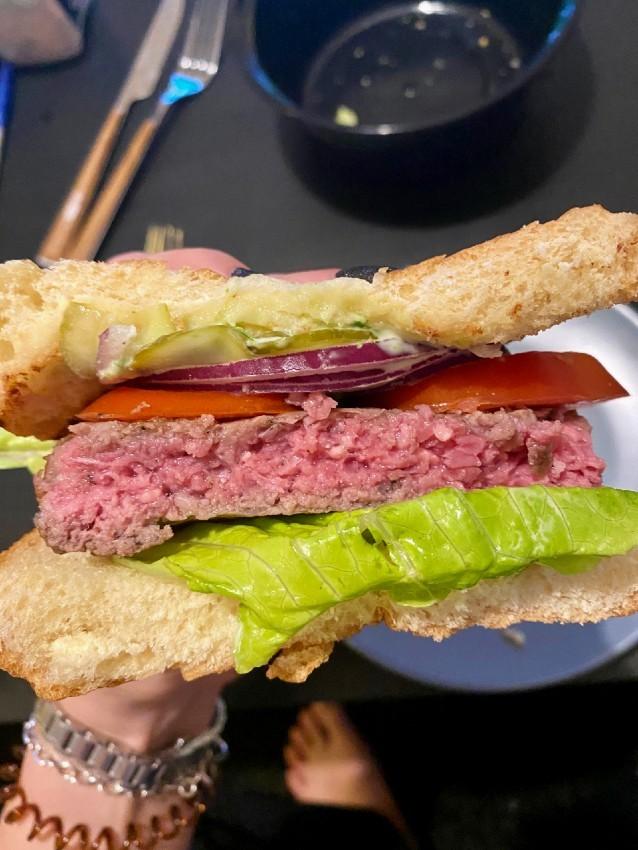 ההמבורגר של חדר אוכל במשלוח וולט