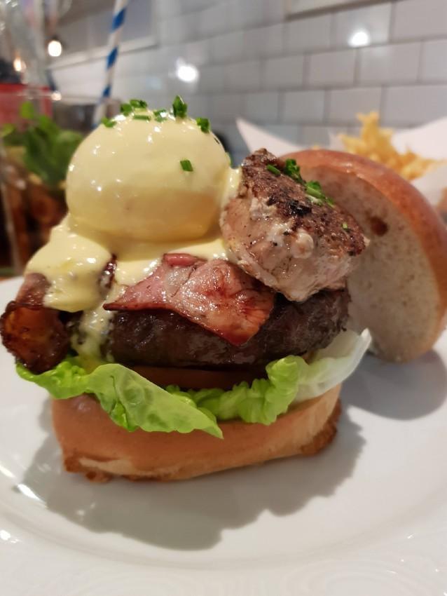 ההמבורגר והביצה של בנדיקט רוטשילד
