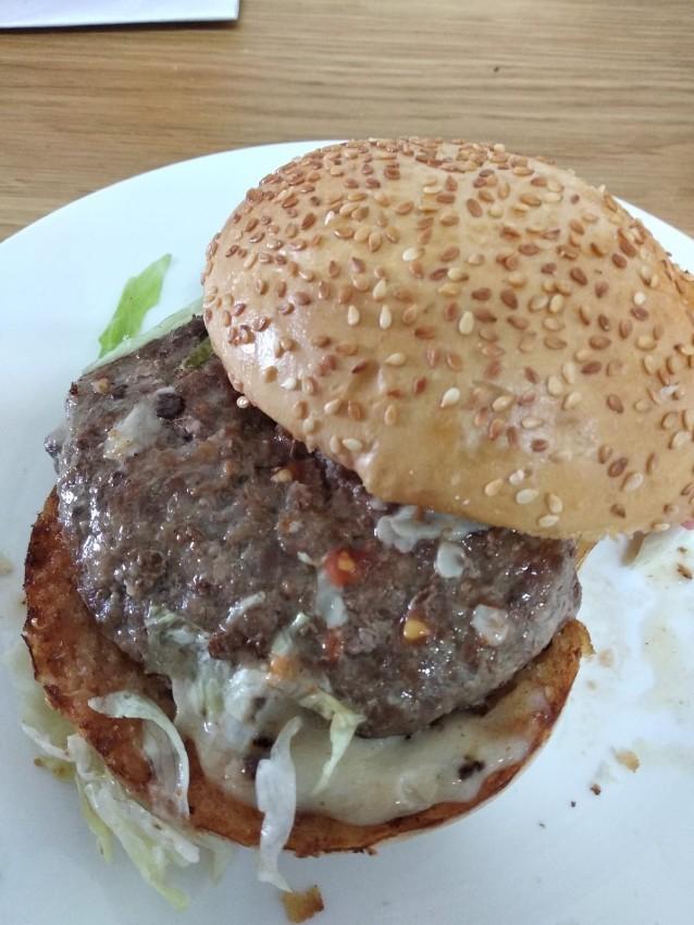 המבורגר ביתי עם הבשר של אנגוס