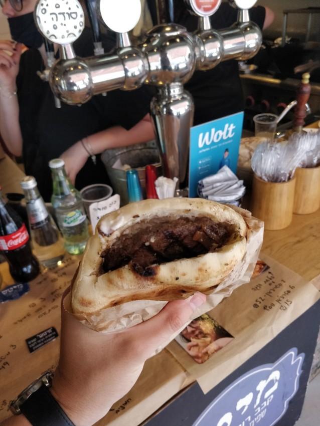 מיטש - המבורגר בסגנון קבב רומני