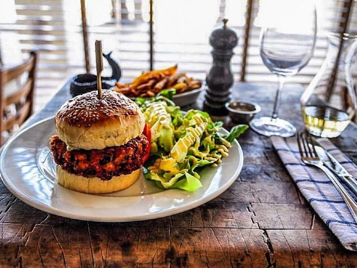 """המבורגר בלוויתן, מקור: יח""""צ"""