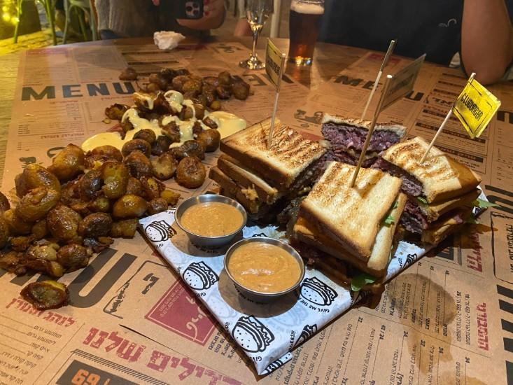 הגראז' תל אביב - ארוחת קלאבורגר
