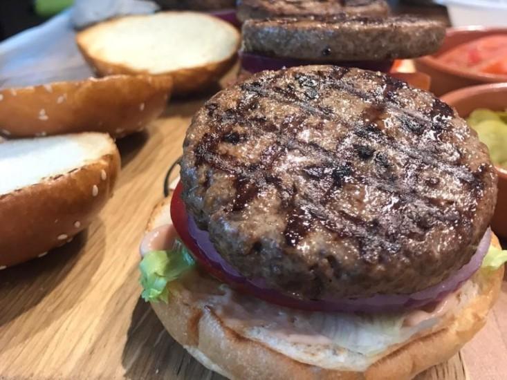 המבורגר טבעוני של Savoreat