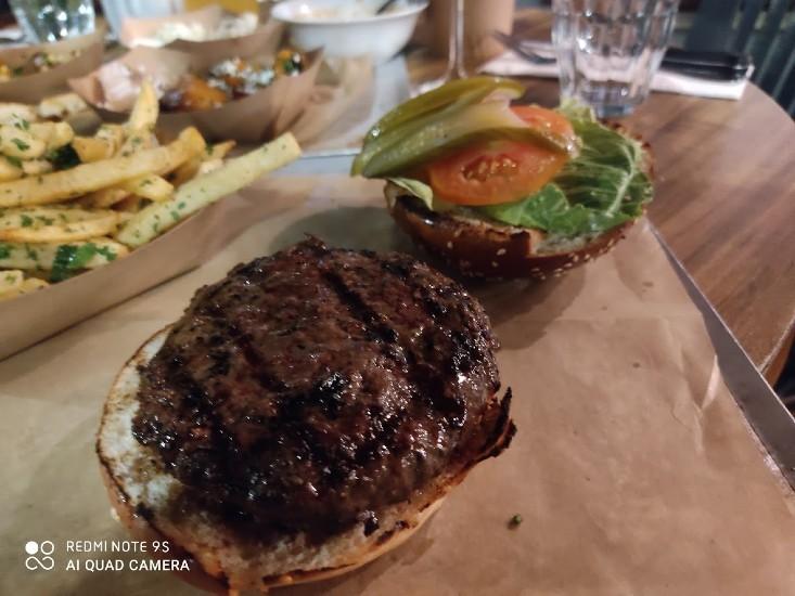 צוציק מבית חוות צוק - המבורגר וואגיו