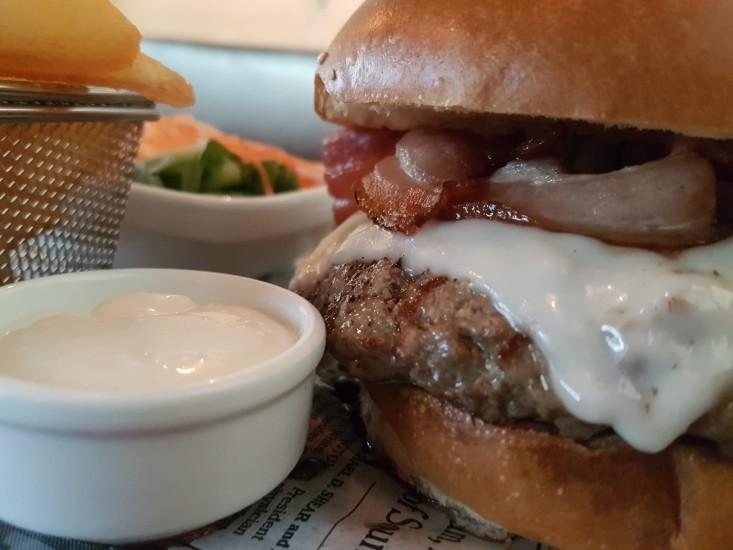 בירלוגה - המבורגר משובח